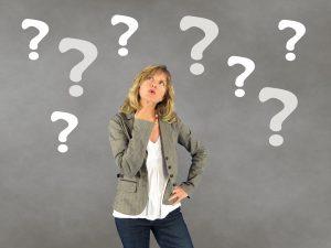 אישה עם שאלות