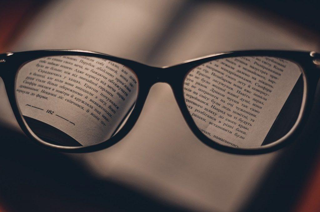 ספר ומשקפיים