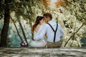 נשואים קרובים ומחובקים